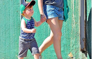 Amy Poehler´s Son Abel Looks Cute in a Sporty Outfit