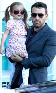 Ben Affleck´s Fashionista Daughter Seraphina Wore Oversized Shades with Printed Dress