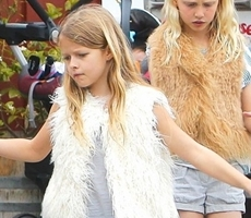 Chris Martin´s Daughter Apple Wears Stylish Fur Vest