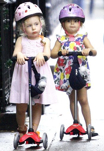 Sarah Jessicah Parker´s twin daughters played scooter